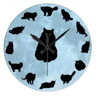 13 glückliche Katzen auf einem blauen Mond Große Wanduhr
