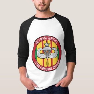 173. im Flugzeug Senior Vietnams T-Shirt