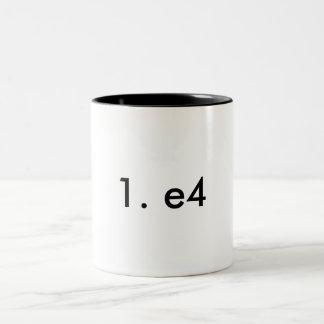 1. e4 zweifarbige tasse