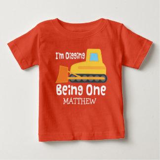 1. Geburtstag grabend seiend ein personalisiertes Baby T-shirt