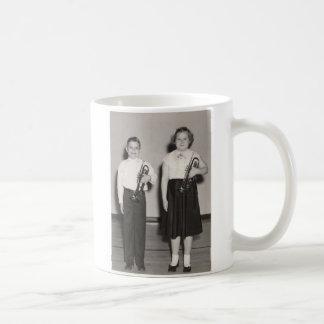 2 Kinder mit Trompeten Tasse