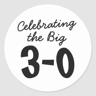 30. Geburtstag die großen 30 Aufkleber feiernd