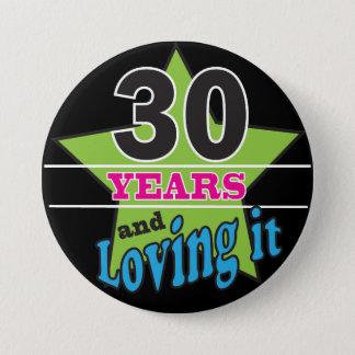 30 Jahre und es - 30. Geburtstag lieben Runder Button 7,6 Cm