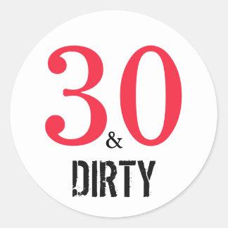 30 und schmutzige | Typografie-30. Geburtstag Runder Aufkleber