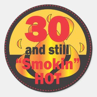 30 und Smokin heißer | 30. Geburtstag Runder Aufkleber