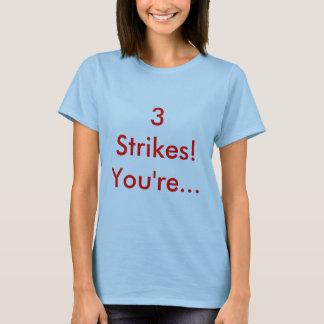 3 Streiks! Sie sind… T-Shirt