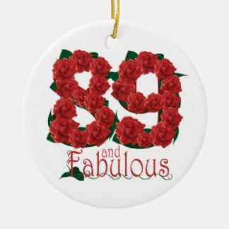 89 und fabelhafte 89. Geburtstags-Rote Rosen mit Rundes Keramik Ornament