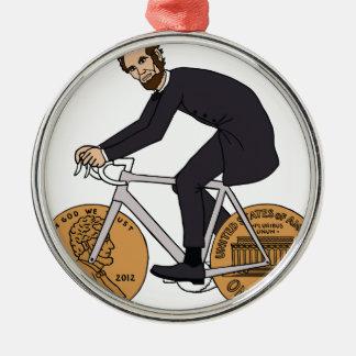 Abraham Lincoln auf einem Fahrrad mit Penny dreht Silbernes Ornament
