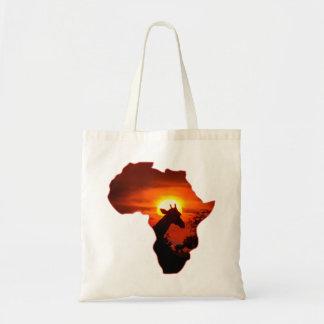 Afrikanischer Sonnenuntergang mit Tragetasche