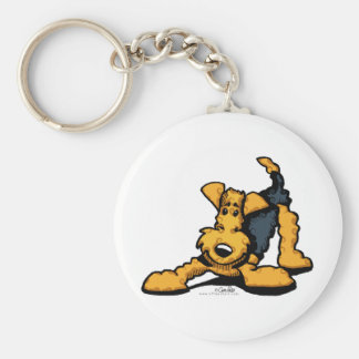 Airedale Terrier am Spiel Standard Runder Schlüsselanhänger