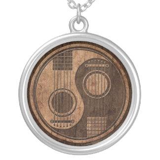 Akustikgitarren Yin Yang mit hölzernem Korn-Effekt Halskette Mit Rundem Anhänger