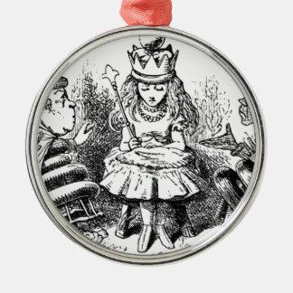 Alice und das Queens Rundes Silberfarbenes Ornament