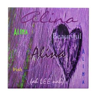 Alina irische Namensbedeutung mit lila Herzen Kleine Quadratische Fliese