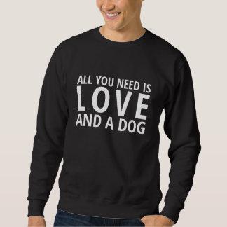 """""""Aller, den Sie benötigen, ist Liebe und ein Hund Sweatshirt"""