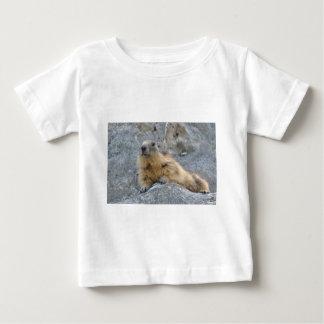 Alpines Murmeltier auf dem roch Baby T-shirt