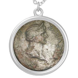 Alte römische Münze Versilberte Kette