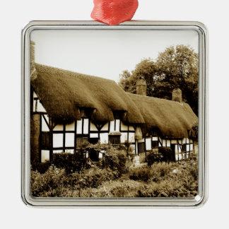Alte thatched Tudor Hütte England Briten Quadratisches Silberfarbenes Ornament