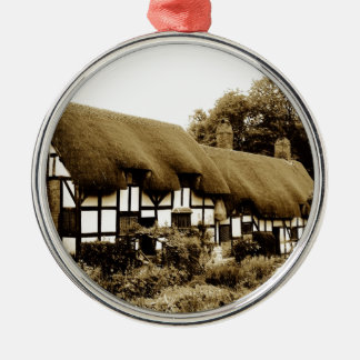 Alte thatched Tudor Hütte England Briten Rundes Silberfarbenes Ornament