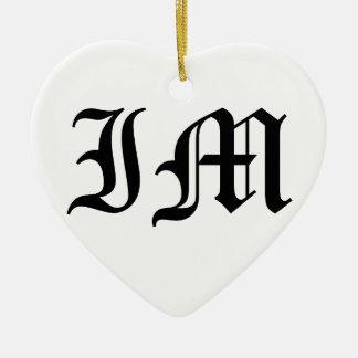 Alter englischer Text der Buchstabe-IM auf weißem Keramik Herz-Ornament