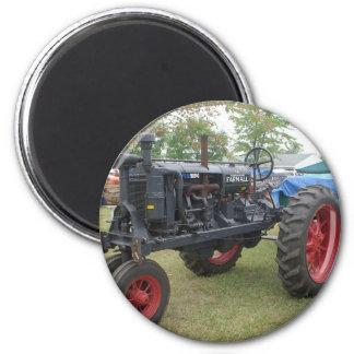 Alter Gas-Motor-Traktor Runder Magnet 5,7 Cm
