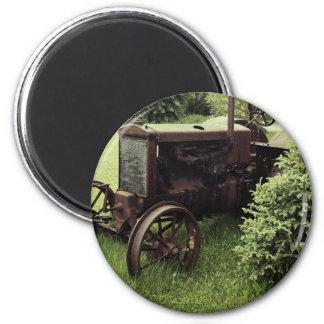 Alter rostiger Traktor Runder Magnet 5,1 Cm