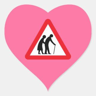 Ältere Menschen (1), Verkehrszeichen, Herz-Aufkleber