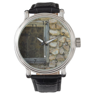 Altes Felsen-Wand-Fenster Armbanduhr