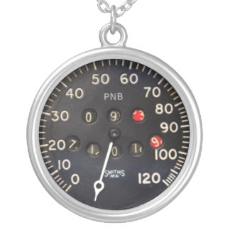 Altes Geschwindigkeitsmessermessgerät von einem Versilberte Kette