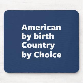 Amerikaner durch Geburt, Land durch Wahl Mousepads