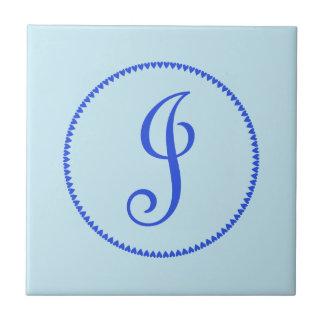Anfangsblaue Herzfliese des monogrammbuchstaben J, Keramikfliese
