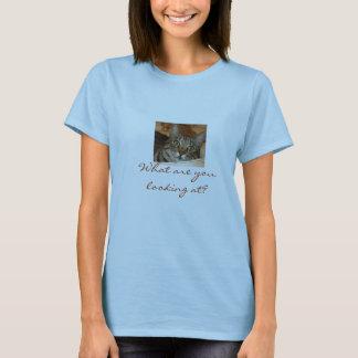 Annie in der Wanne, was betrachten Sie? T-Shirt