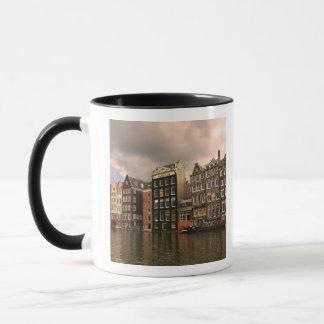 Ansicht der einzigartigen Architektur und Tasse