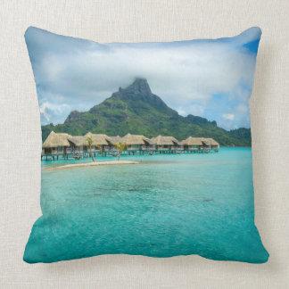 Ansicht über Bora Bora Insel-Wurfskissen Kissen
