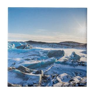 Ansicht über den gefrorenen Glazial- See Keramikfliese