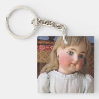 Antike Puppe in der blaues Kleiderschlüsselkette, Schlüsselanhänger