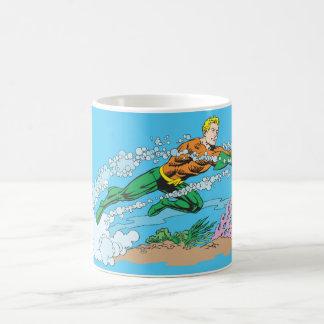 Aquaman Schläge durch Wasser Tasse