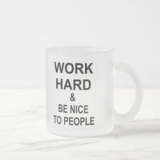 Arbeiten schwer und ist Nizza zu den Leuten Matte Glastasse