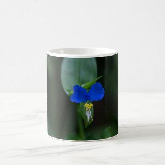 Asiatischer Dayflower-blaue Tasse