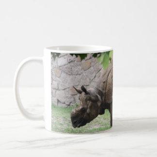 Asiatisches weiden lassendes Nashorn-Nashorn Tasse