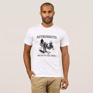 Astronauten sind aus diesem Weltweltraum-Wortspiel T-Shirt