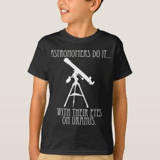 Astronomen tun es… Mit ihren Augen auf Uranus T-Shirt