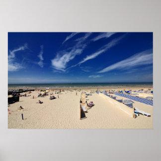 Auf dem Strand blauer Himmel Poster