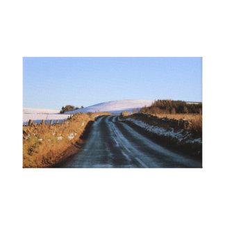 Auf der Straße in Schottland Leinwanddruck