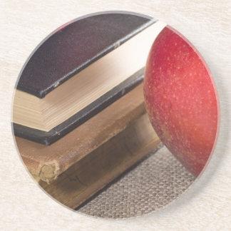 Ausführliche Nahaufnahmeansicht der roten Äpfel Getränkeuntersetzer