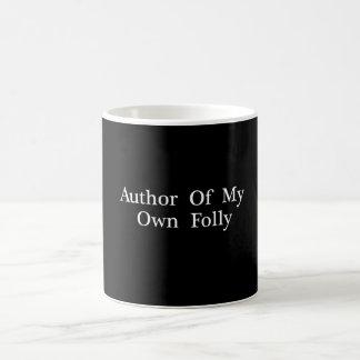 Autor meiner eigenen Unsinnigkeit - trinkende Kaffeetasse