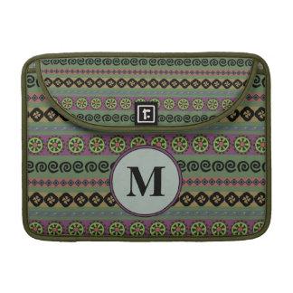 Aztekisches Muster-Monogramm Forest Greens Boho Sleeve Für MacBook Pro