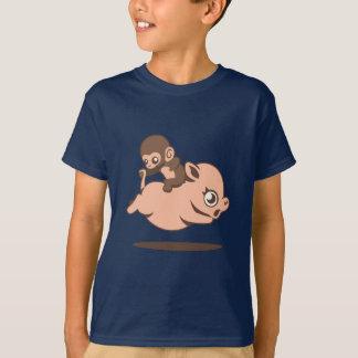 Baby-Affe (rückwärts gehend auf ein Schwein) T-Shirt