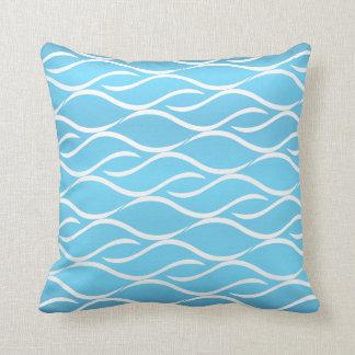 Baby-Blau mit weißem Curvy Muster-Entwurf Zierkissen