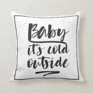 Baby ist es kalte Außenseite - Winterkollektion - Kissen