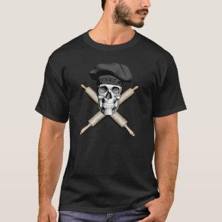 Bäcker-Schädel-und Rollen-Buttone: Schwarzes T-Shirt